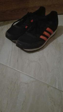 Buty sportowe czarne.
