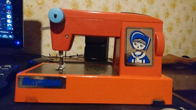 """Детская швейная машинка """"Малютка"""""""