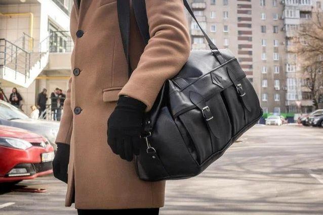 Большая мужская кожаная черная дорожная сумка спортивная на плечо 41