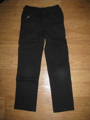 Школьные джинсы на 6-7 лет.