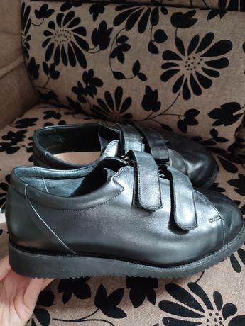 Кроссовки ботинки ботильйони туфлі туфли балетки