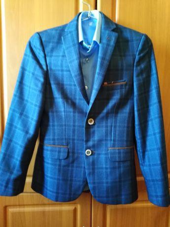 Классный пиджак  на 11-12 лет