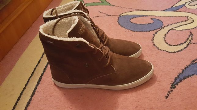 Продам фирменные кроссовки ботинки Esprit