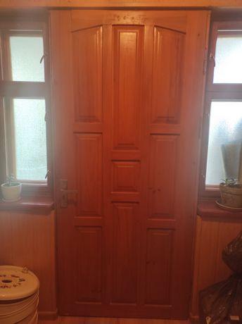 Продам  дерев'яні вхідні подвійні двері з вікнами