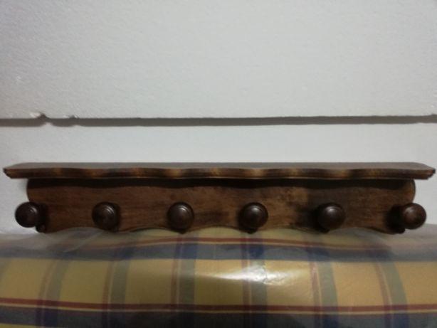 Bengaleiro em madeira de castanho