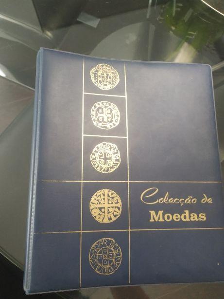 Colecção de 302 Moedas Portuguesas e Estrangeiras