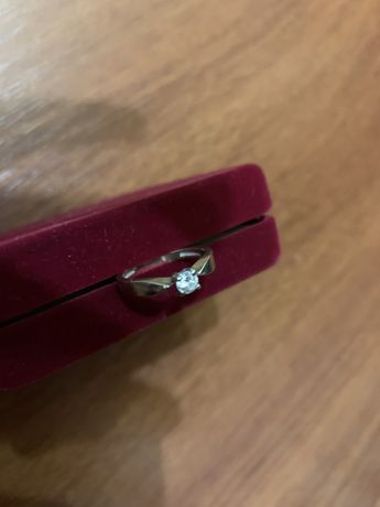 Кольцо золото с бриллиантом хорошей чистоты