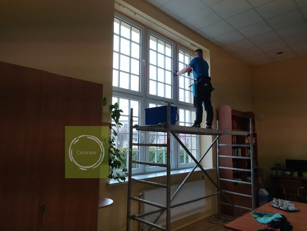 Mycie okien, witryn sklepowych,