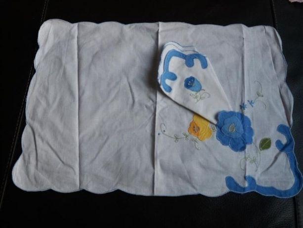 Pano de tabuleiro em linho bordado a mão