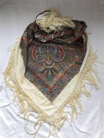 Большой платок с узорами