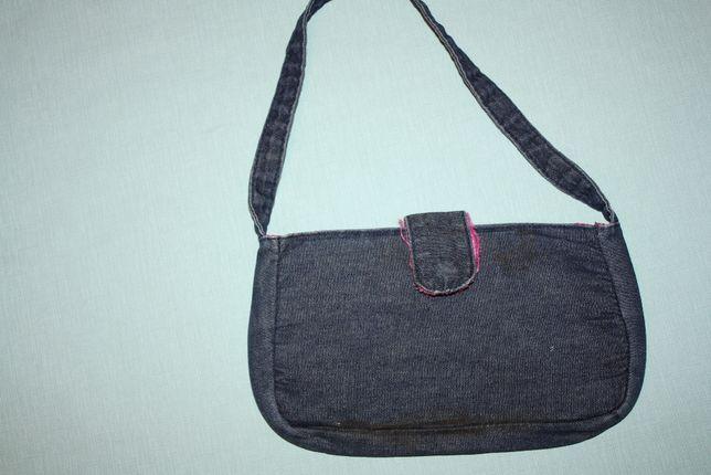 Маленькая джинсовая сумочка для девочки ,хорошее состояние