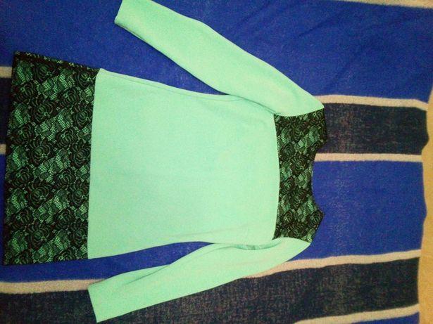 Продам красивое бирюзовое платье с гипюром