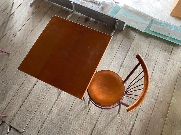 Mesas e Cadeiras em Madeira e Ferro para Restaurante/ Café