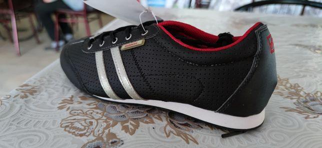 Кросівки 36-37 розмір