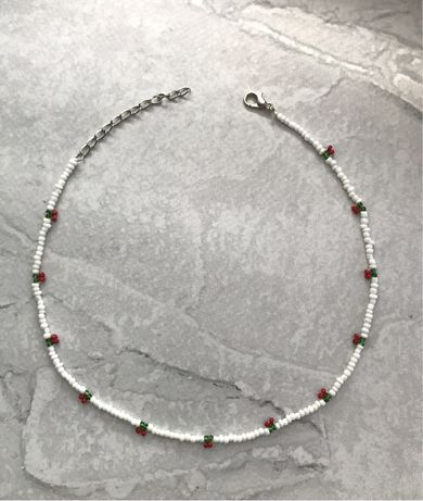 Белый браслет из бисера вишенки красные чокер