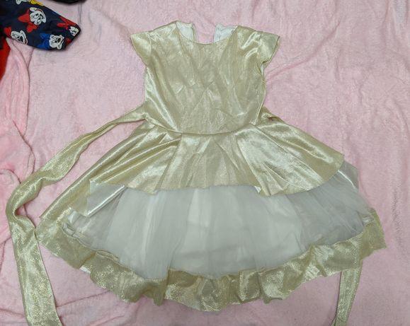 Нарядное праздничное платье на 6-7 лет