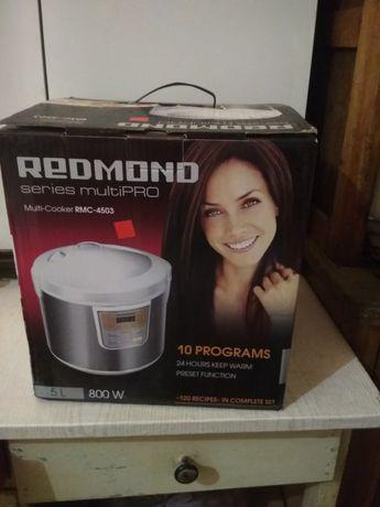 Мультиварка Redmond RMC-4503 5л 800Вт