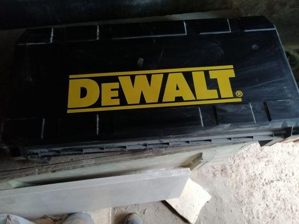Vendo martelo elétrico DeWALT