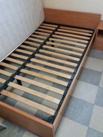 Продам кровать двухспальную без матраца  размер 140*200