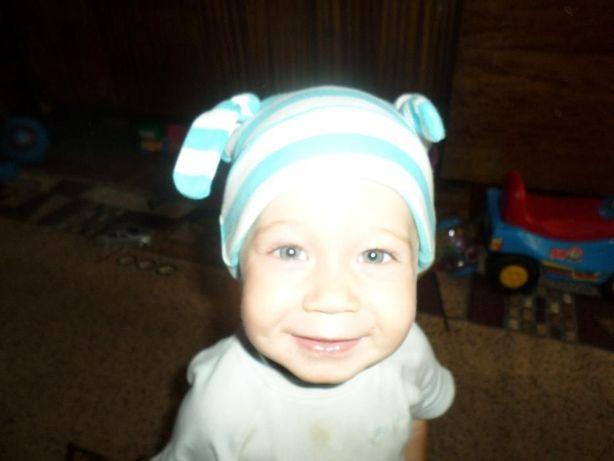 Шапка с ушками на возраст от 5 до 12 месяцев