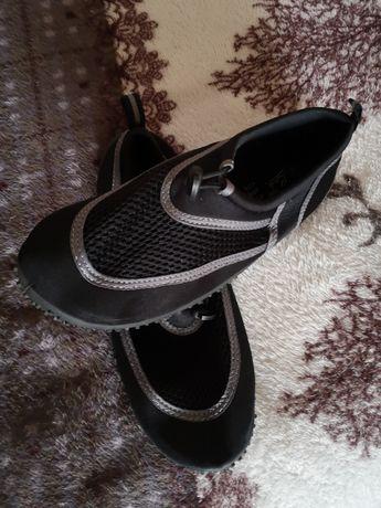 Аквашузы, обувь для плавания