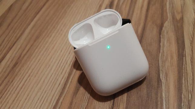 Оригинальная коробочка наушников Apple