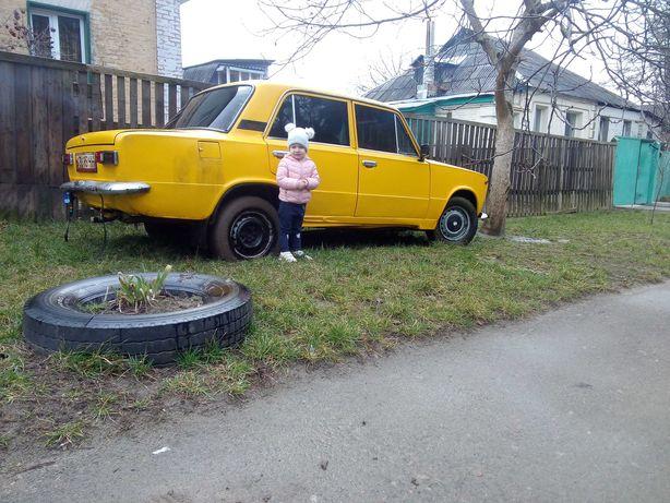 ВАЗ 2101, желтого цвета