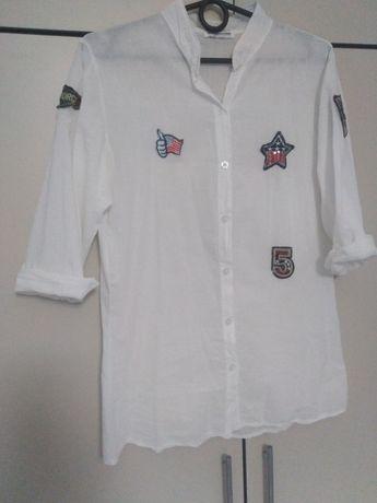 Biała koszula S M naszywki