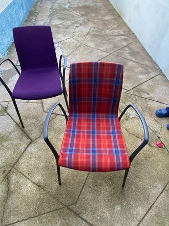 Cadeiras em ferro fundido almofadadas