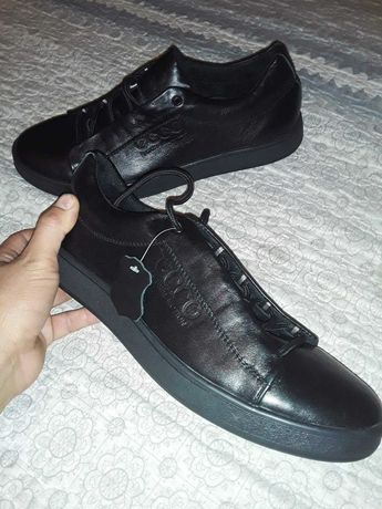 Продам кросовки екко
