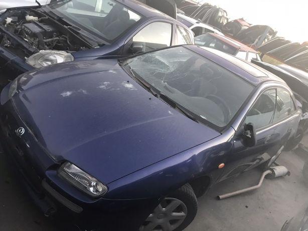 Mazda 323F para peças