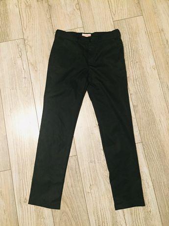 Spodnie czarne garniturowe r. 146