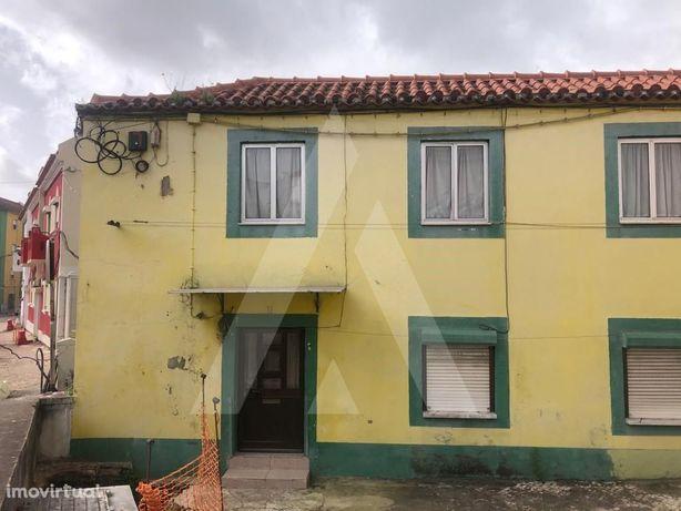 Moradia com 2 pisos de utilização independente em zona Hi...