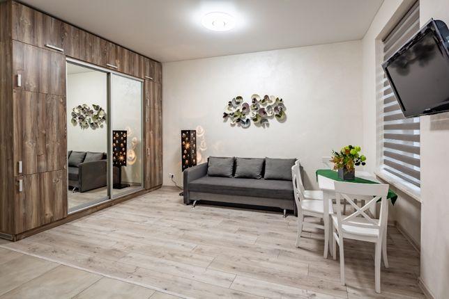 Подобово 4-ох кімнатна квартира на Куліша 40