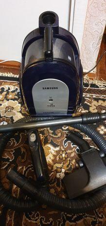 Пылесос колбовый SAMSUNG 1600W twin