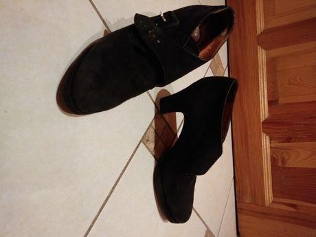 $liczne czarne zamszowe botki Ralph Lauren