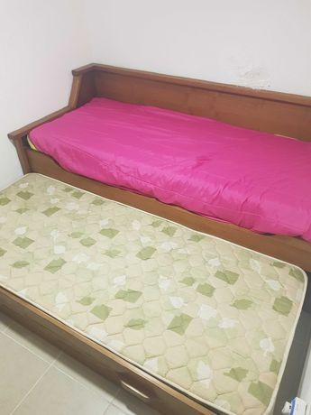 Sofá-cama em madeira pinho