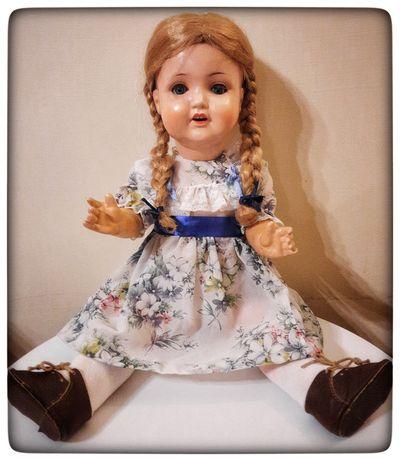 Stara lalka sygnowana