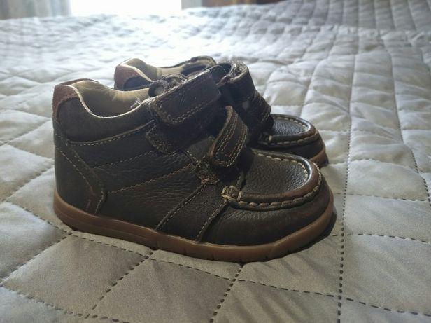 Продам кожаные ботинки Clark's на мальчика 23 размер