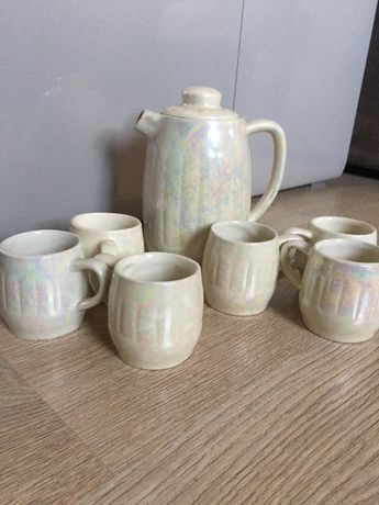 Чашки для кофе и кофейник