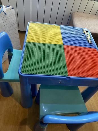 Stolik z plytkami do lego