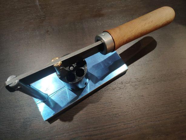 Praska do ładowania bębenków rewolwerów Remington kal. 44 czarny proch