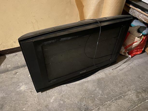 Oddam Telewizor Samsung, włącza się