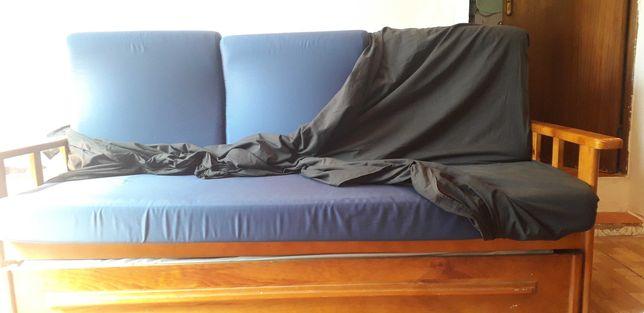 Sofá cama em perfeito estado de conservação.