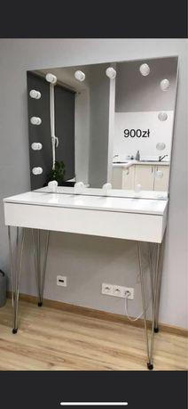 Toaletka z lustrem/ Stanowisko do makijażu