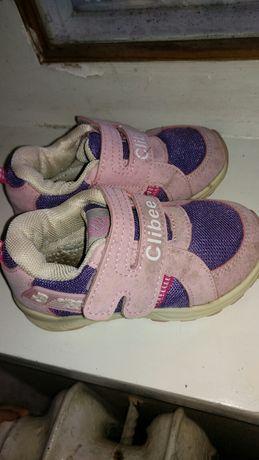 Продам кроссовки на девочку