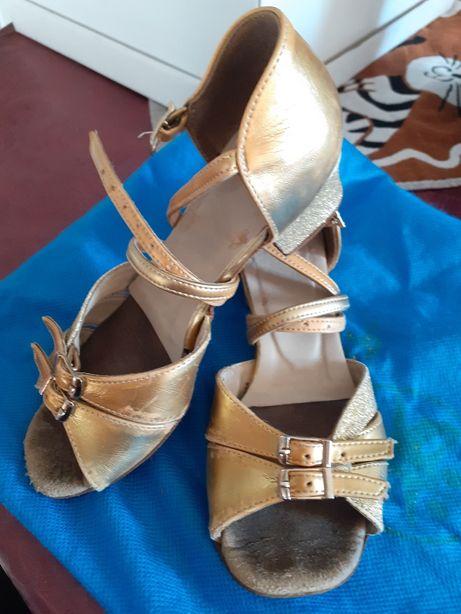 Танцевальная обувь «Galavaltz» для девочки, блок каблук, Б/У