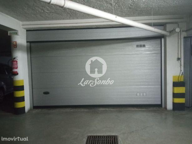 Garagem fechada para 4 carros no centro da Trofa