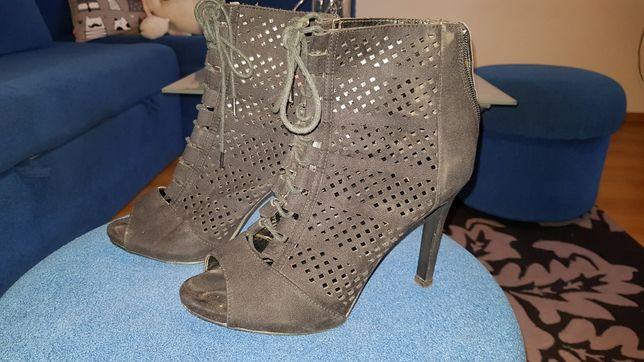 Czarne ażurowe sandały NEW LOOK