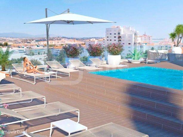Apartamento em construção em condomínio privado com pisci...